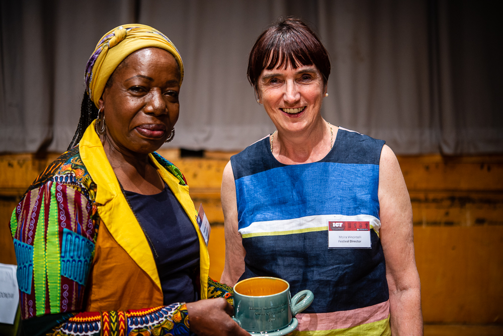 Moira  Vincentelli presents the Potterycrafts Lifetime Achievement Award to Magdalene Odundo. The award was made by Walter Keeler.
